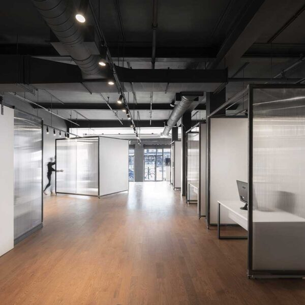 Les bureaux à aire ouverte, moins chers à construire que les cubicules.